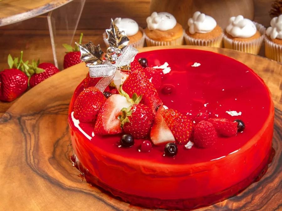 ヒルトン小田原「苺のクリスマスデザートビュッフェ~Taste of Europe~」イチゴエクレアやいちごチーズケーキが登場