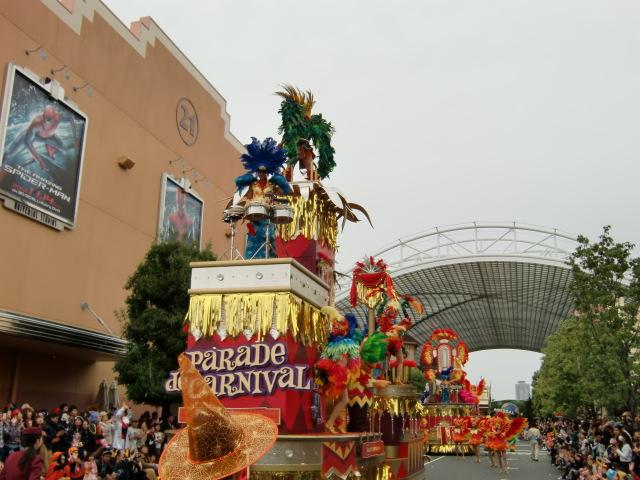 ハロウインの仮装パレードは約15分ぐらい続きました。