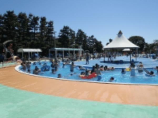 市川市民プールの流れるプール
