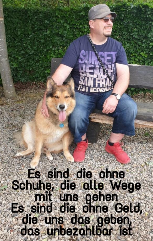 Hunde Foto: Micha und Mogli - Es sind die ohne Schuhe, die alle Wege mit uns gehen. Es sind die ohne Geld, die uns all das geben, das unbezahlbar ist 🐾🧡👣