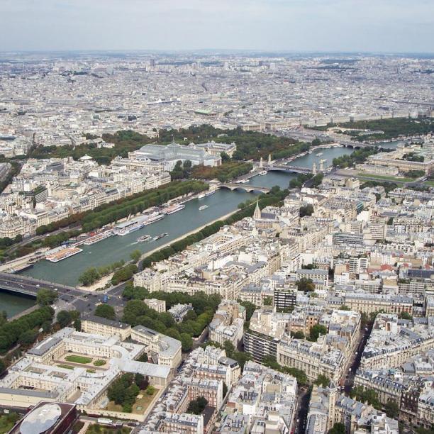 Spitzenaussicht auf Paris und die Seine