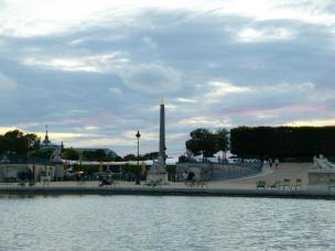 Jardin des Tuileries in der Abenddämmerung