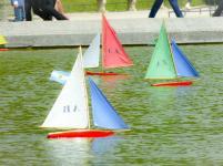 Segelbötchen auf dem Bassin
