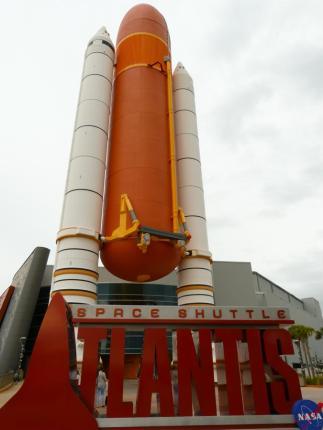 Space Shuttle Atlantis Ausstellung-1200x900