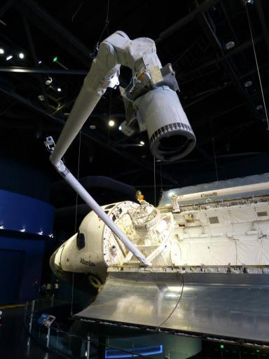 Space Shuttle Atlantis von Seite mit Arm-1200x900