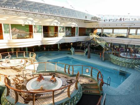 überdachter Pool Le Sirene-1200x900