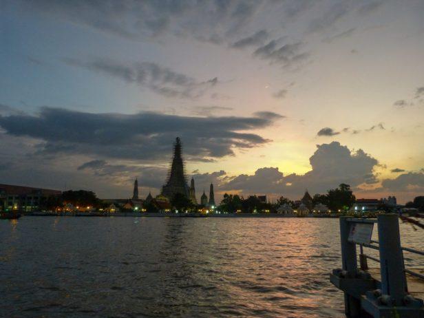 Thailand Bangkok Chao Praya Wat Arum Sonnenuntergang