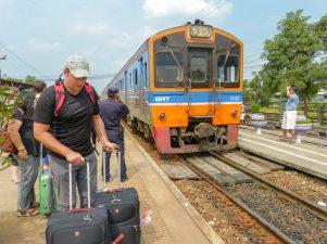 Thailand Ayutthaya Bangkok Bahnhof Zug