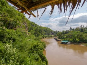 Thailand River Kwai Burmabahn Dschungel Viadukt Wampo Restaurant
