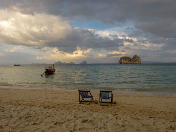 Thailand Koh Ngai Koh Hai Insel Andamanensee Inselparadies Strand Meer Abendstimmung