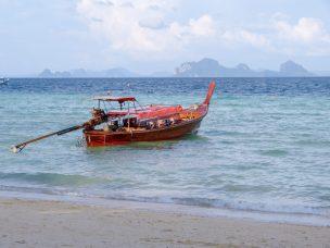 Thailand Koh Ngai Koh Hai Insel Andamanensee Inselparadies Strand Meer Longtailboot