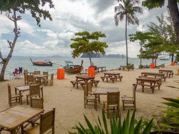 Thailand Koh Ngai Koh Hai Insel Andamanensee Inselparadies Strand Meer Mayalay Beach Resort Restaurant Strandbar Salalay