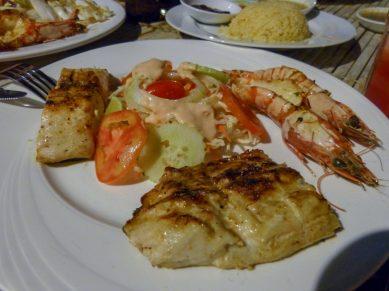 Thailand Koh Ngai Koh Hai Insel Andamanensee Inselparadies Restaurant Salalay Fisch Grillteller