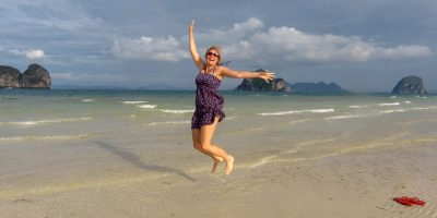 Thailand Koh Ngai Koh Hai Insel Andamanensee Inselparadies Strand Strandspaziergang Sprungfoto