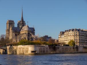 Frankreich Paris Notre Dame de Paris Kathedrale Gotik Kirchenschiff Fleche Vierungsturm Spitzturm Dach Seine Insel Ile-de-la-Cite