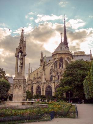 Frankreich Paris Notre Dame de Paris Kathedrale Gotik Kirchenschiff Chor Rückseite Fleche Park