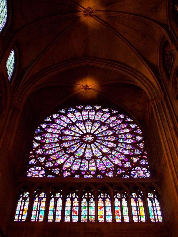 Frankreich Paris Notre Dame de Paris Kathedrale Gotik Kirchenschiff Querschiff Kirchenfenster Fensterrose Rosette Buntglas