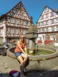 Deutschland Lahn Wetzlar Fachwerkhäuser Brunnen