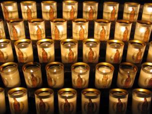 Frankreich Paris Notre Dame de Paris Kathedrale Gotik Kirchenschiff Kerzen