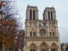 Frankreich Paris Notre Dame de Paris Kathedrale Gotik Fassade Glockentürme Parvis Vorplatz Winter