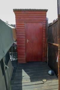 Südafrika South Africa Kleine Karoo Oudtshoorn Schoemanshoek Le Petit Karoo Ranch Safarizelt Toilette
