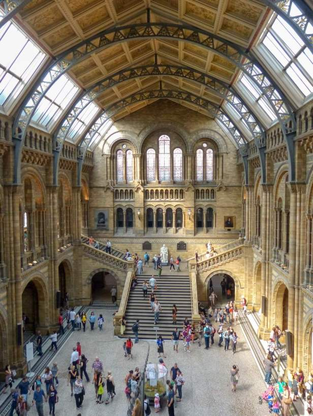 Großbritannien England UK London Natural History Museum Foyer Halle romanisch