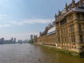 Großbritannien England UK London Big Houses of Parliament britisches Parlament Gerüst Restaurierung Themse Ufer