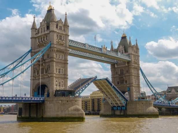 Großbritannien England UK London Tower Bridge Themse Wahrzeichen
