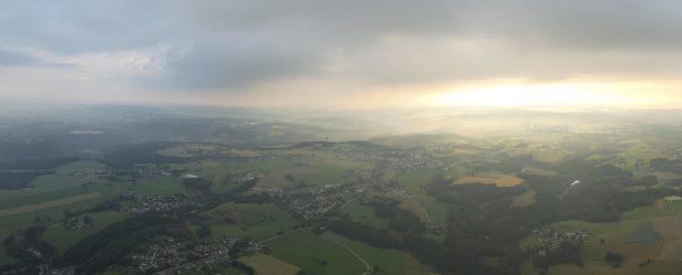 Heißluftballon Ballon Ballonfahrt Bergisches Land Deutschland Weite Landschaft Sonnenaufgang