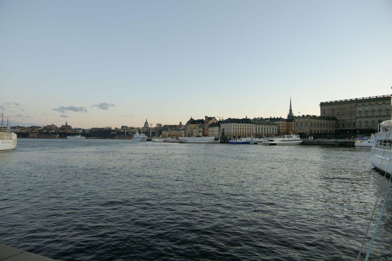 Stockholm Schweden Blasieholmen Wasser Ausblick Abend