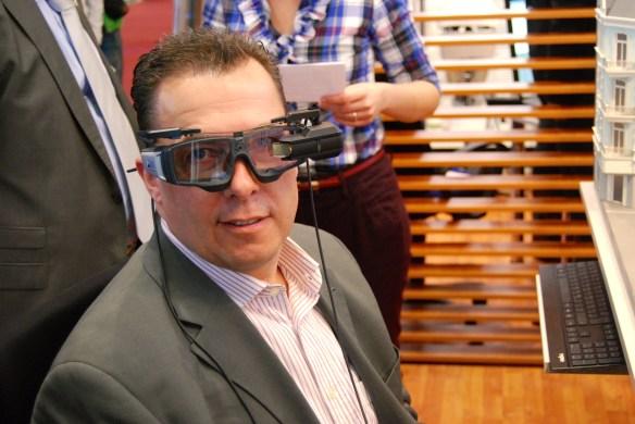 Hannes Schleeh spielt gerne mit Brillen