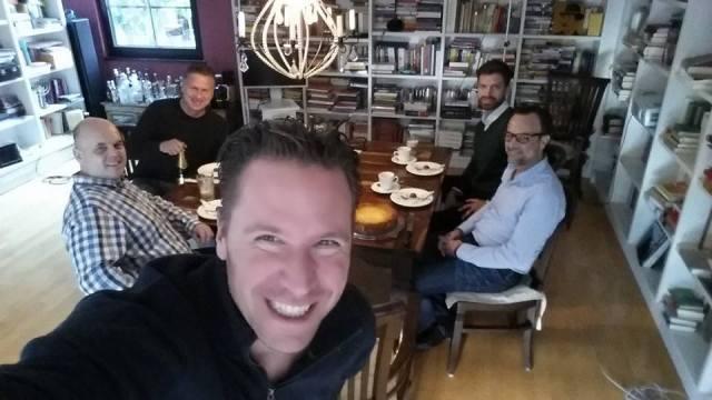 Fünf Teilnehmer, ein Käsekuchen