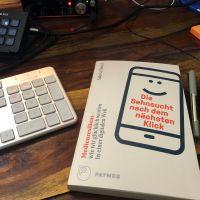 Klick-Sehnsüchte, Roland Barthes und die Medienresilienz – Autorengespräch mit @meta_blum — ichsagmal.com