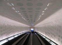 """Und wieder runter durch die """"Tube"""". (Das kenne ich bisher nur als Begriff für die Londoner U-Bahn.)"""