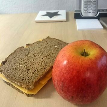 Vorgezogenes Mittagessen, denn um zwölf steht eine längere Besprechung an.