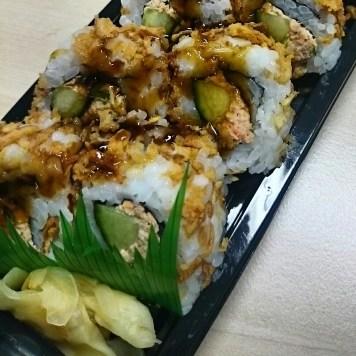 Mittagsimbiß von der Sushi-Theke im Hit.