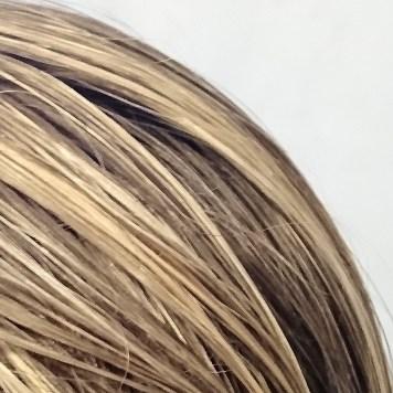 Haare föhnen.
