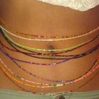 Port des perles à la hanche: Une arme de séduction massive chez la femme noire