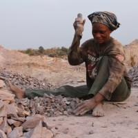 [VIDÉO] Congo : Les casseuses de pierre de Kombe