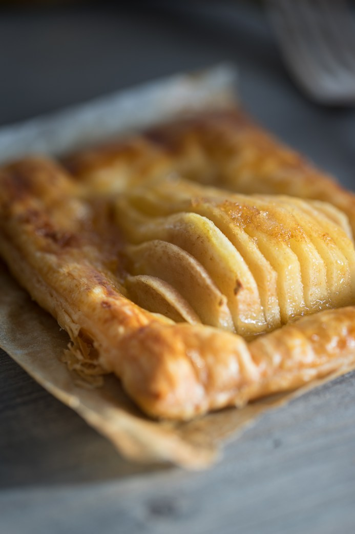 Birnen Blätterteig Gebäck (Pear Puff Pastries) by Icing-Sugar.com