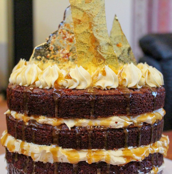 Sticky Date Cake With Caramel Sauce