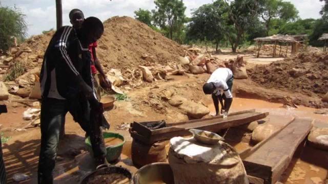 Gold mining in Nigeri