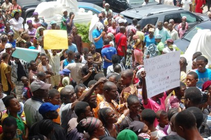 Residents of Otodo Gbame protest in front of the court premises