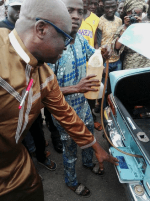 fayose buys fuel from black marketers2