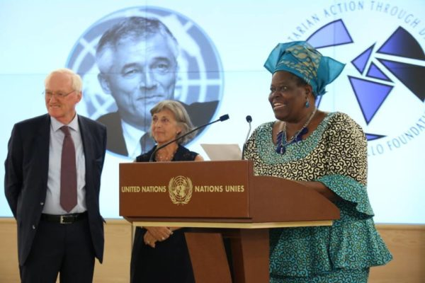 Nigerian Rebecca Dali receives her world humanitarian award1