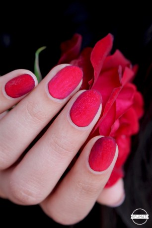 nail-art-petales-rose-rouge-8