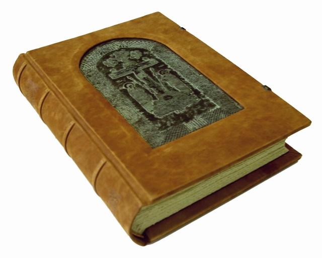 "Переплет экземпляра №9 ""Евангелия от Марка"""