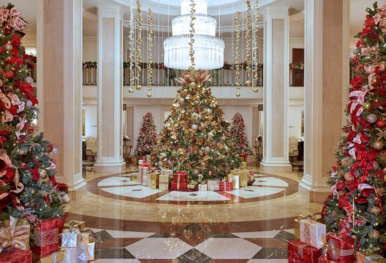 THE BLVD AT THE BEVERLY WILSHIRE, A FOUR SEASONS HOTEL – Los Angeles, California - Holiday decorations