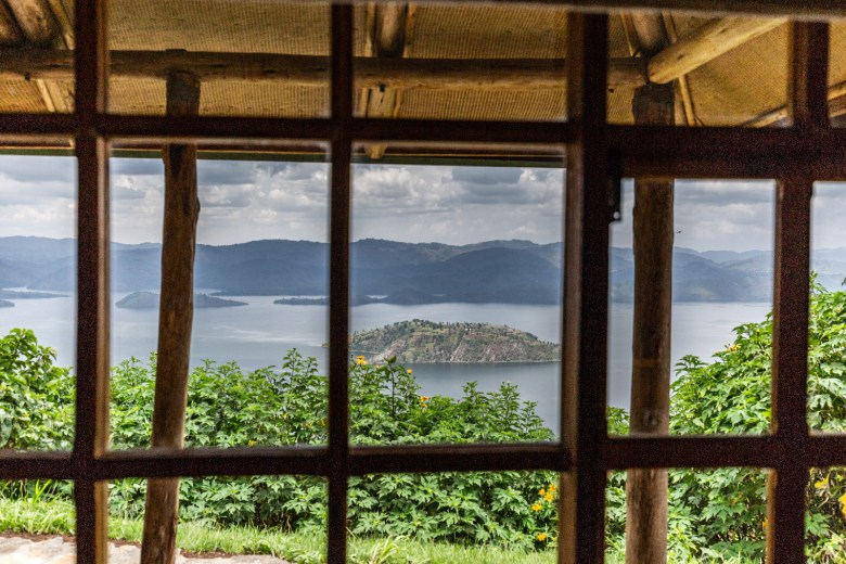 VIRUNGA LODGE, RWANDA - Lake view