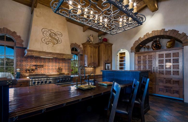 Luxury custom Silverleaf home kitchen